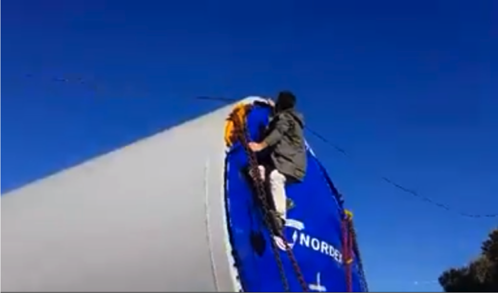 Nordex worker forced to climb dangerously on turbine to remove cable.